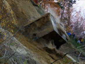 Tak dawny bunkier spadał z gdyńskiego klifu