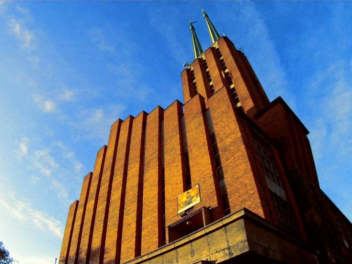 Do jego budowy parafianie potrzebowali ponad milion dwieście tysięcy cegieł. Zobacz gdyński kościół św. Antoniego Padewskiego wraz zklasztorem franciszkanów.