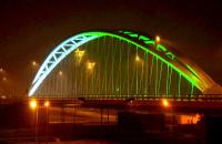 Magiczna iluminacja wiaduktu przy PGE Arenie