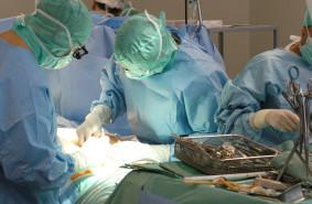 Lekarze z UCK przeszczepili płuca u 70-latka