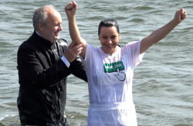 Jak wygląda chrzest w morzu?