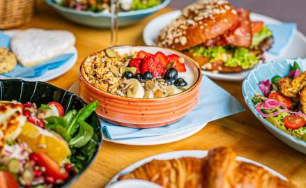 Śniadaniowe promocje w restauracjach