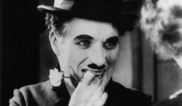 Chaplin w filharmonii i salwy śmiechu na widowni