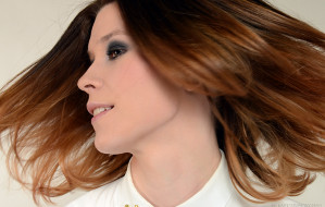 Włosy pod kontrolą: fryzury na wiosnę i lato