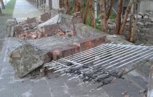 Złomiarze zniszczyli ogrodzenie przy ul. Słowackiego