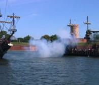 Historyczne inscenizacje na wodzie: bitwy morskie przyciągnęły tłumy