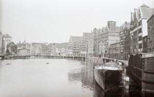 Turysta przyniósł do biblioteki nieznane zdjęcia Gdańska z czasów wojny