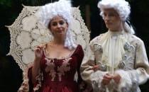 Tańczące fontanny, przebierańcy i Mozart....