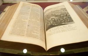 Ponad 300-letnia Biblia trafiła do gdańskich zbiorów