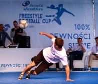 Piłkarski freestyle na Targu Rybnym