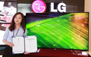 Po co komu krzywy ekran? Samsung i LG prezentują pierwsze telewizory OLED