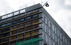 Wiecha nad 11-piętrowym biurowcem w Oliwie