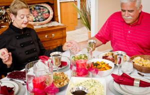 Jakie tematy lepiej przemilczeć przy świątecznym stole?