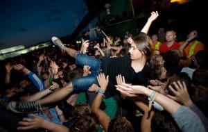 Paradoks wylanego piwa, czyli tłum na koncercie
