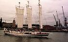 """""""Oceania"""" i """"Burgtor"""" w dokach Stoczni Marynarki Wojennej"""