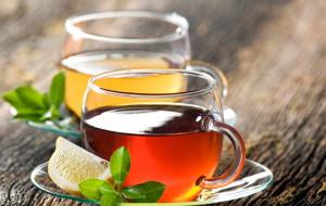 Zielona, czerwona, biała - jaką herbatę wybrać?