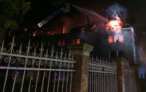 Nocny pożar budynku dawnych koszar we Wrzeszczu
