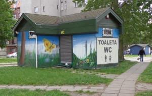 Toaleta zamknięta, turyści załatwiają się w krzakach