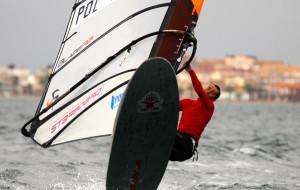Sopocki windsurfer liderem po pierwszym dniu zawodów