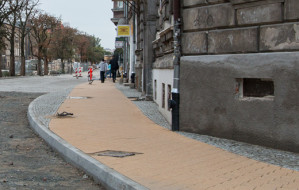 Dolne Miasto: nowy chodnik do wymiany, bo ma zły kolor