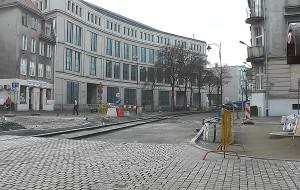 Dolne Miasto się zmienia. Trwa brukowanie ul. Łąkowej