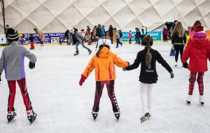 Spędź święta i powitaj Nowy Rok na lodowisku
