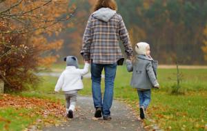 Chcą zniechęcić do podwożenia dzieci do przedszkoli