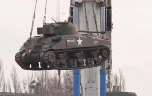 Akcja czołg. Sherman i T-34 schowane 14 m pod ziemią
