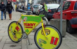 Gdyńskie stojaki rowerowe zajęte przez reklamy