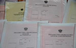 Fałszowali dokumenty na masową skalę. 145 oskarżonych w sprawie