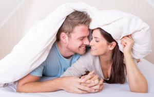 Zakochani śpią pod jedną kołdrą i lubią ciepło w mieszkaniu
