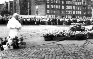 Dlaczego w Gdańsku odwrócili się do Jana Pawła II plecami?