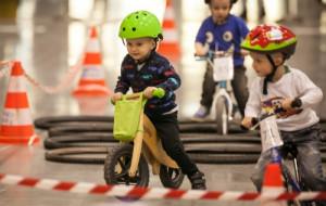 Dzieci ścigały się na rowerkach biegowych