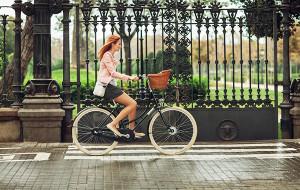 Kosze, torby i siodełka. Stylowe akcesoria rowerowe