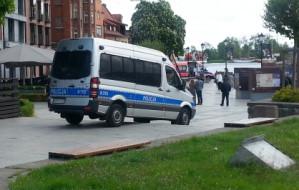 Radiowóz uszkodził schody na Targu Rybnym