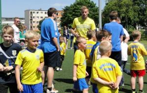 Sportowcy wychodzą do najmłodszych