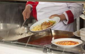 Szkolne obiady - jak i za ile karmią uczniów w szkole?