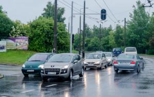 Zła regulacja świateł tamuje ruch na Dąbrowie?