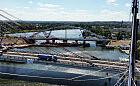 120-metrowy most kolejowy połączył brzegi Martwej Wisły