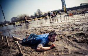 Ekstremalny bieg z przeszkodami i latarką na głowie, czyli Nocny Runmageddon Rekrut 2015