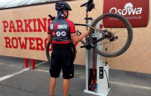 Samoobsługowa stacja do naprawy rowerów w Osowie