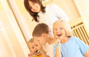 Fluoryzacja w szkole: pomaga czy szkodzi?