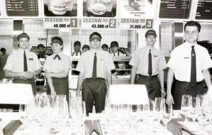 Tłumy i elity. Tak w latach 90. otwierano McDonald'sa i Pizzę Hut w Trójmieście