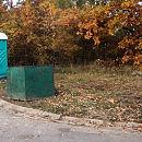 Dawni mieszkańcy Brzeźna spoczywają obok toalety i śmietnika