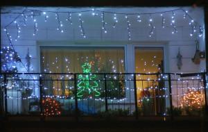 Świąteczne ozdoby okien i balkonów w Trójmieście