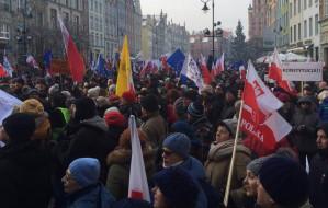 KOD po raz czwarty demonstrował w Gdańsku. Wieczorna pikieta ONR