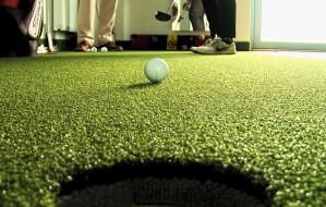 Co golfiści robią zimą? Grają na symulatorach