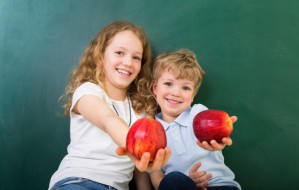Szkoły i przedszkola zasypywane jabłkami