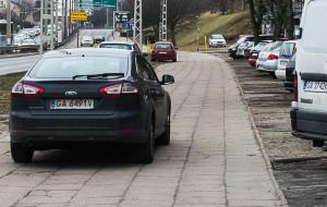 Chodniki przy ul. Morskiej w Gdyni dla kierowców czy dla pieszych?