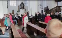 Ostentacyjnie wyszli z kościołów, wyjdą...